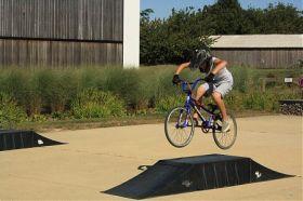 TERRAIN DE BMX-SKATE PARK