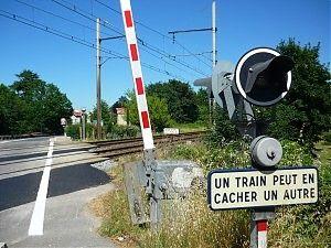 """Travaux sur le passage à niveau situé sur la D100 au lieu-dit """"Moulin de Sévigné"""